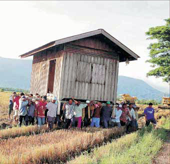 People carryinghouse
